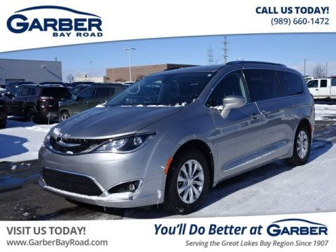 Pre-Owned 2019 Chrysler Pacifica Touring L FWD Minivan